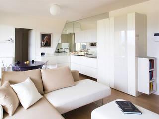 Appartamento alle Terme: Soggiorno in stile in stile Moderno di Filippo Coltro architetto