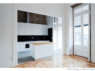 : Cozinhas modernas por Ren Ito Arquiteto