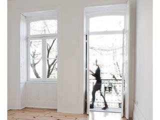 : Salas de estar modernas por Ren Ito Arquiteto