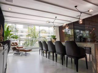 Modern dining room by Thiago Mondini Arquitetura Modern