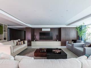 Modern living room by Thiago Mondini Arquitetura Modern