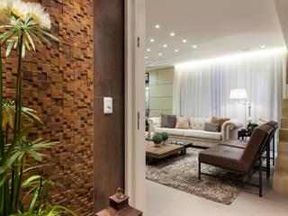 Apartamento ECB: Corredores e halls de entrada  por Thiago Mondini Arquitetura,Eclético