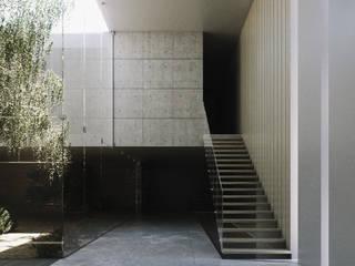 Minimalist corridor, hallway & stairs by CIC ARQUITECTOS Minimalist