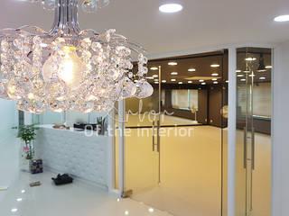 깔끔하고 럭셔리한  무용 댄스 학원 인테리어 : 디자인 아버의  서재 & 사무실,모던