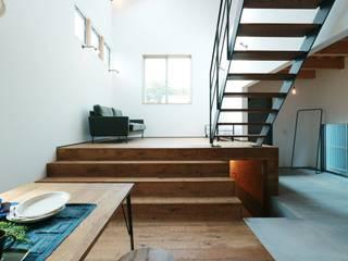 ほどよく自然体でかっこよく暮す家「BROOKLYN HOUSE」: オレンジハウスが手掛けた廊下 & 玄関です。