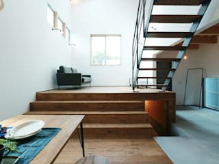 Ingresso & Corridoio in stile  di オレンジハウス, Industrial