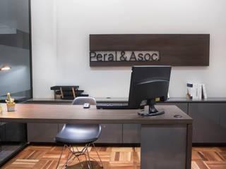 Estudio Peral | Estudio de abogados:  de estilo  por Etéreo Arquitectos