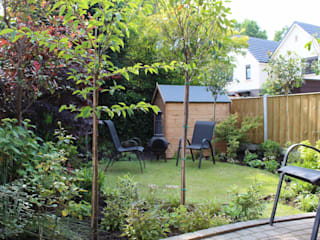 Overlooked back garden makeover: modern Garden by Garden Ninja Ltd