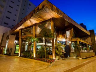 Restaurante : Casas familiares  por Dinah Nazari Arquitetura