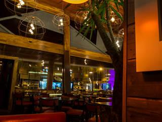 Restaurante Paredes e pisos modernos por Dinah Nazari Arquitetura Moderno