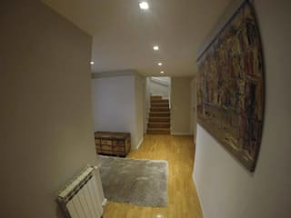 MIA arquitetos Pasillos, vestíbulos y escaleras de estilo minimalista Gris