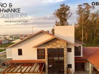 Residência RA: Casas familiares  por Miño & Schwanke Arquitetura