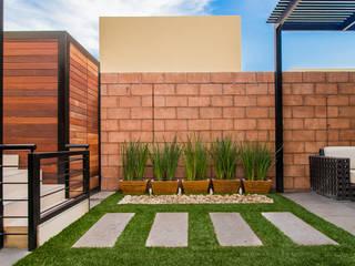Área Exterior SFM Jardines modernos de S2 Arquitectos Moderno