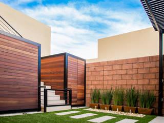 Modern style gardens by S2 Arquitectos Modern