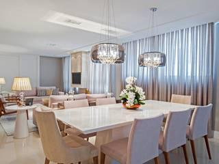 Comedores de estilo moderno de Carolina Kist Arquitetura & Design Moderno