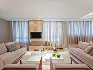 Salas / recibidores de estilo  por Carolina Kist Arquitetura & Design