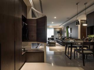 質。著墨 現代風玄關、走廊與階梯 根據 存果空間設計有限公司 現代風