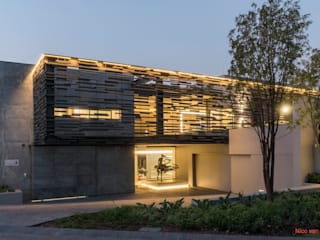 by Nico Van Der Meulen Architects 모던