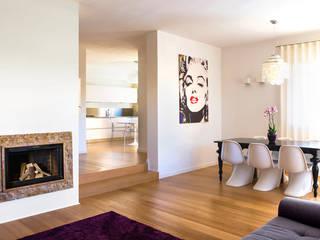 Casa glamour: Soggiorno in stile in stile Moderno di Filippo Coltro architetto
