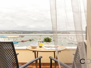 Balcones y terrazas de estilo moderno de CCVO Design and Staging Moderno