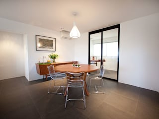 Minimalist dining room by INK DESIGN STUDIO Minimalist