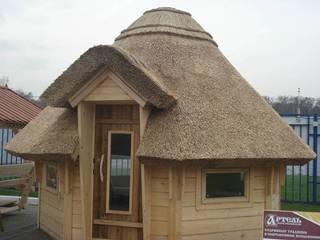 Камышовые кровли: Вальмовые крыши в . Автор – Solid Houses