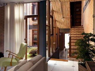 JMN arquitetura Rustic style living room