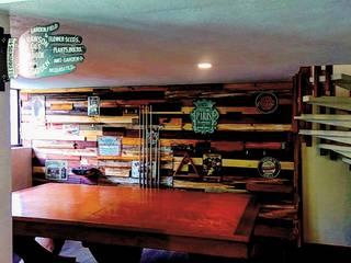 Diseño de salón de juegos, estudio y paredes:  de estilo industrial por Forja Terra, Industrial