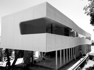 Casa CGG: Casas unifamiliares de estilo  por Pompa + Caporal