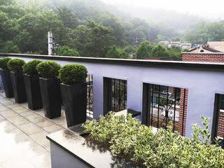Modern balcony, veranda & terrace by 보테니크 Modern