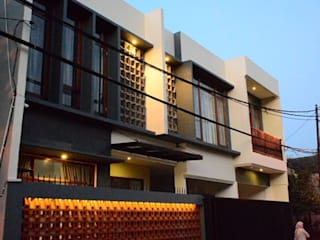 PT.Matabangun Kreatama Indonesia Casas estilo moderno: ideas, arquitectura e imágenes