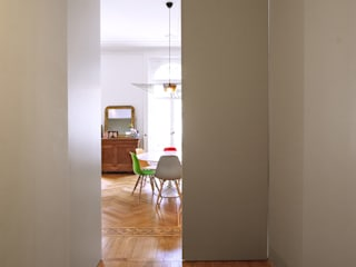 Chantal Forzatti architetto Modern Corridor, Hallway and Staircase Solid Wood White