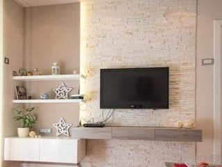 MONTVERT FINESSE BANER PUNE :  Living room by decormyplace
