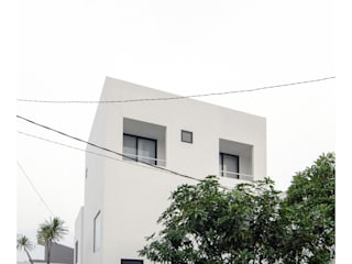 Ahouse: Rumah oleh studiopapa, Minimalis