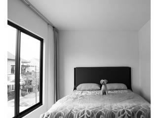 Master Bedroom Kamar Tidur Minimalis Oleh studiopapa Minimalis