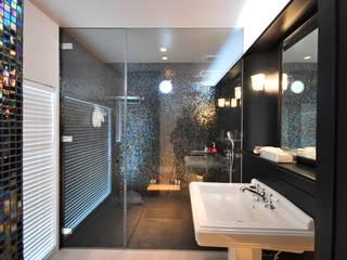 Modern bathroom by 杉浦事務所 Modern