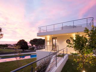 Inspiración náutica para una fachada de HI-MACS® en Cannes de HI-MACS Moderno