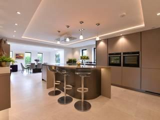Mr & Mrs Horsburgh:  Kitchen by Diane Berry Kitchens