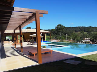 Casa de fazenda RC por SERARTE ENGENHARIA Clássico