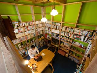 半地下書斎: 安藤建築設計工房が手掛けた書斎です。,