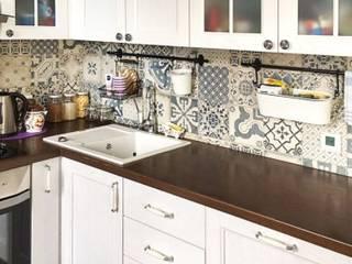 """Кухня с плиткой пэчворк с фасадами """"Ларс"""" из ясеня:  в . Автор – МИКСОН,"""