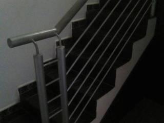 Barandas en hierro. Pasillos, vestíbulos y escaleras de estilo clásico de omarfranco57 Clásico