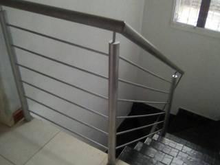 Barandas en hierro.: Pasillos y vestíbulos de estilo  por omarfranco57