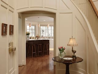 Classic style corridor, hallway and stairs by BOWA - Design Build Experts Classic