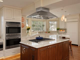 Classic style kitchen by BOWA - Design Build Experts Classic