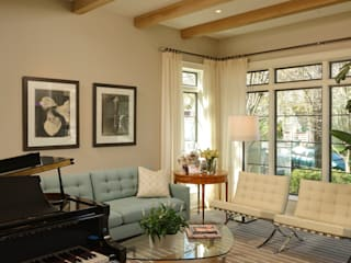 Classic style living room by BOWA - Design Build Experts Classic