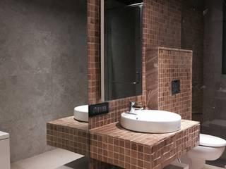 Iscon Platinum Show Apartment Modern bathroom by Studio R designs Modern