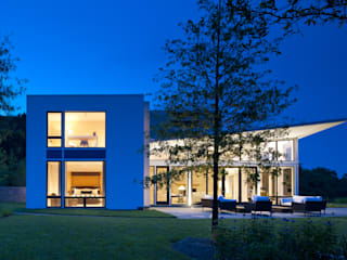 Modern houses by BOWA - Design Build Experts Modern