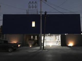 Oficinas en Mitras: Museos de estilo  por ARKRAFT studio