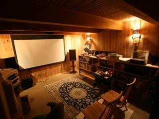 半地下シアタールーム モダンデザインの 書斎 の 安藤建築設計工房 モダン 石